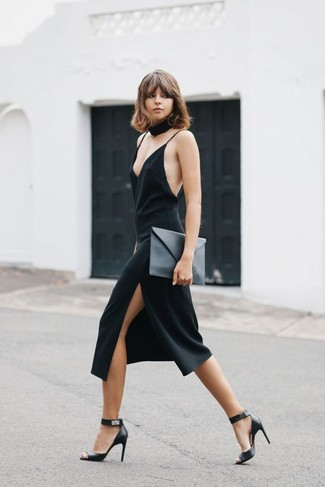 Step up your off-duty look in a black cami dress and a women's Sparkles Black Velvet Choker. A pair of black leather heeled sandals will add more polish to your overall look. This one is just perfect if you're brainstorming for an outfit worth 'gramming.