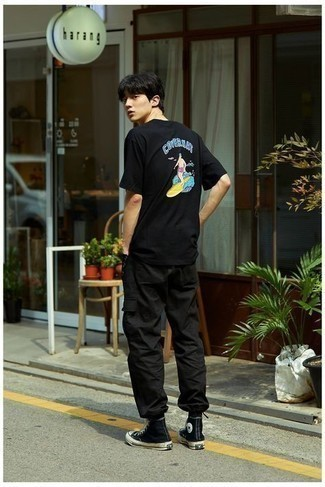 Black and White Canvas High Top Sneakers Outfits For Men: Consider pairing a black print crew-neck t-shirt with black cargo pants, if you feel like relaxed dressing but would also like to look dapper. A pair of black and white canvas high top sneakers looks perfect finishing off this look.
