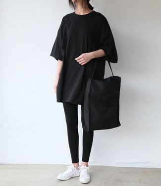 How to wear: black crew-neck t-shirt, black leggings, white low top sneakers, black canvas tote bag