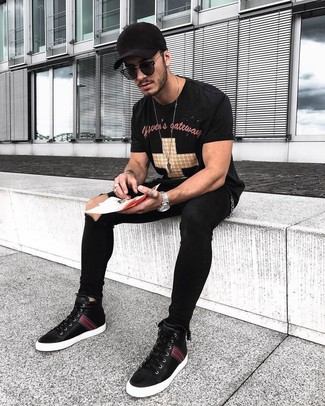 Opt for a black print crew-neck t-shirt and black ripped skinny jeans, if you feel like relaxed dressing without looking like you don't care. Add a glam twist to your outfit with black high top sneakers. As you know, the trick to getting through the hottest time of year is opting for breezy outfits like this one.