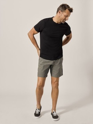 1200+ Outfits For Men After 40: A black crew-neck t-shirt and grey shorts are the kind of a never-failing casual look that you so desperately need when you have no time to craft an outfit. If in doubt about the footwear, complement this outfit with a pair of black and white canvas low top sneakers. This getup illustrates that well into your 40s you still have a wide range of outfit options.