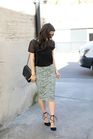 How to wear: black mesh crew-neck t-shirt, white and black print pencil skirt, black suede pumps, black quilted leather crossbody bag