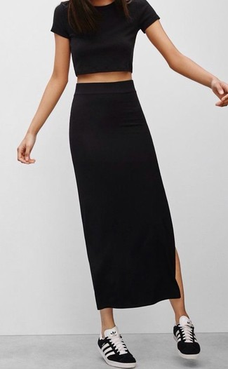 This combo of a black cropped top and a black maxi skirt is a safe bet for an effortlessly cool look. Black and white low top sneakers complement this outfit very well. As blazing hot sunny weather settles in, it's time for light and breezy getups like this one.