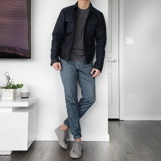 Charcoal Crew-neck T-shirt Outfits For Men: For a cool and casual look, reach for a charcoal crew-neck t-shirt and navy chinos — these two pieces play really cool together. The whole outfit comes together when you add a pair of grey leather low top sneakers.