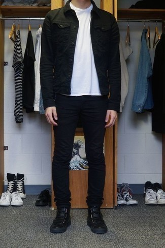 Men's Looks & Outfits: What To Wear In 2020: This casual combo of a black denim jacket and black skinny jeans is perfect if you want to feel confident in your look. Rounding off with black leather high top sneakers is a simple way to add a more casual feel to your ensemble.
