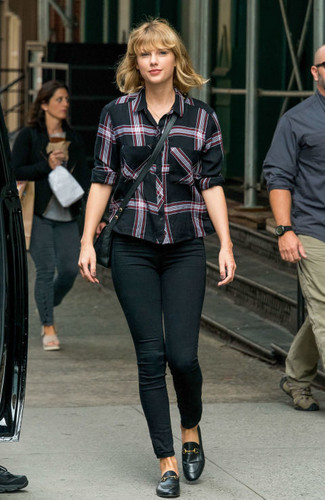 How to Wear Black Leather Loafers For Women: You can look incredibly chic without trying too hard in a black plaid dress shirt and black skinny jeans. If you're on the fence about how to finish, a pair of black leather loafers is a fail-safe option.