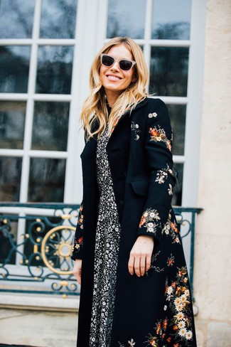 How to Wear a Black Floral Coat In Spring For Women: Wear a black floral coat with a black and white floral midi dress to create an incredibly chic and modern-looking casual ensemble. Rest assured, this outfit is the answer to all of your springtime style struggles.