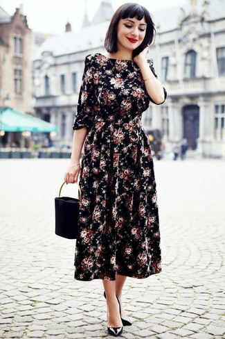 How to Wear a Black Handbag: For a casual ensemble, Opt for a black floral midi dress and a black handbag. Serve a little outfit-mixing magic by sporting a pair of black leather pumps.