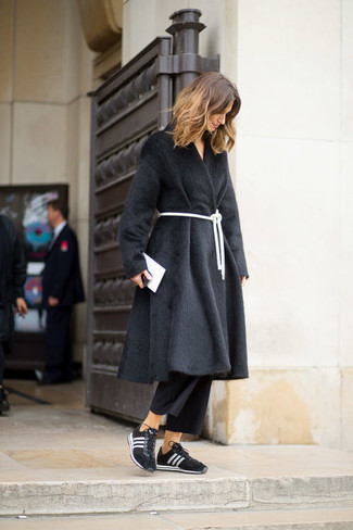 A black fur coat and black culottes is a smart pairing worth integrating into your wardrobe. For something more on the daring side to complete this ensemble, go for a pair of black and white athletic shoes. An outfit like this is perfect for winter-to-spring weather.