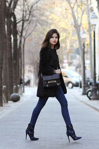 How to wear: black fur coat, blue skinny jeans, navy suede ankle boots, black leather satchel bag