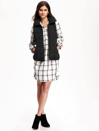 Make a gilet and a white and black check shirtdress your outfit choice for a casual get-up. Dress up this getup with black suede ankle boots. An outfit like this makes it easy to embrace unpredictable transitional weather.