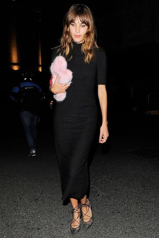 How to wear: black knit midi dress, black lace pumps, pink fur clutch