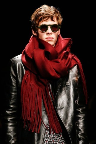 Look awesome without really trying in a black leather biker jacket and a red scarf. As you can see here, this outfit is a really savvy idea, especially for transitional weather, when the temperature is getting lower.
