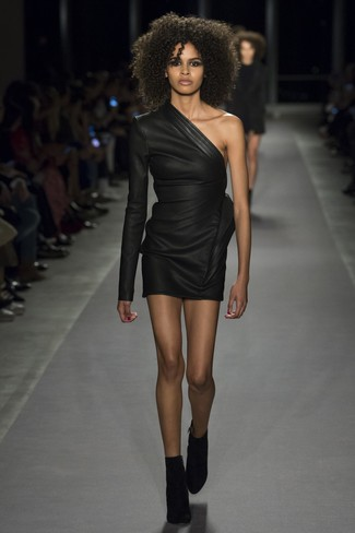 Leather Sheath Dress Outfits: Demonstrate your styling prowess by wearing a leather sheath dress. This outfit is finished off perfectly with a pair of black suede ankle boots.