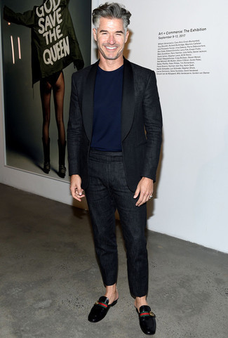 Men's Looks & Outfits: What To Wear In 2020: When it comes to timeless classy style, this combination of a black linen suit and a navy crew-neck t-shirt doesn't disappoint. Don't know how to complete your outfit? Round off with a pair of black leather loafers to dial up the style factor.