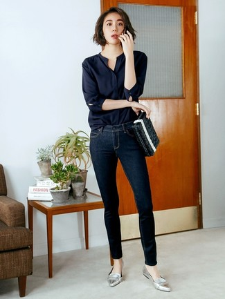 How to wear: black long sleeve blouse, navy skinny jeans, silver leather loafers