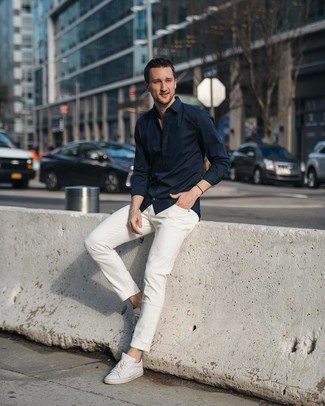 How to wear: black long sleeve shirt, white jeans, white leather low top sneakers