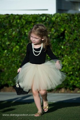 How to wear: black long sleeve t-shirt, beige tulle skirt, gold sandals