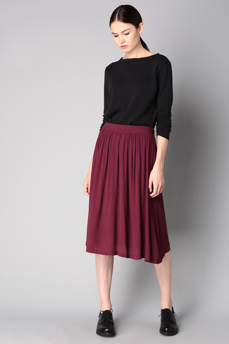Try pairing a black long sleeve t-shirt with an oxblood pleated midi skirt for a comfortable outfit that's also put together nicely. Black leather oxford shoes are a wonderful choice to complete the look.