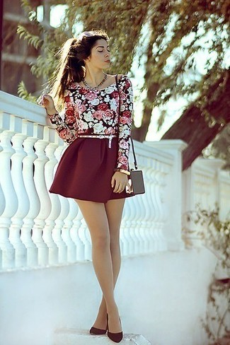 Black Long Sleeve T-shirt Outfits For Women: You'll be surprised at how extremely easy it is to throw together this laid-back ensemble. Just a black long sleeve t-shirt combined with a burgundy skater skirt. If you need to easily perk up this ensemble with a pair of shoes, add a pair of burgundy suede pumps to the equation.