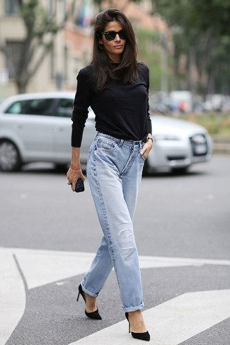 Black Long Sleeve T-shirt Outfits For Women: Such items as a black long sleeve t-shirt and light blue boyfriend jeans are an easy way to introduce effortless cool into your current off-duty fashion mix. A pair of black suede pumps easily ramps up the chic factor of any look.