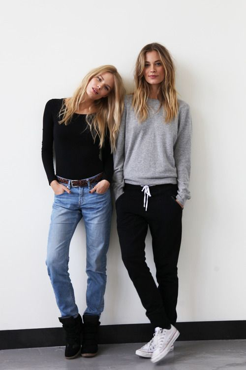 How To Wear Jeans With a Black Long Sleeve T-shirt | Women's Fashion
