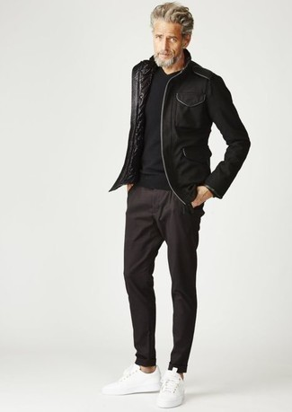 Black Military Jacket Outfits For Men: A black military jacket and dark brown chinos are the kind of a no-brainer off-duty getup that you need when you have no extra time. Introduce white canvas low top sneakers to the mix to make a mostly classic look feel suddenly fresh.