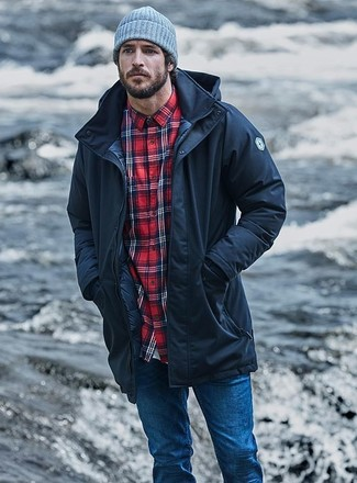 If you want to look cool and remain cosy, choose a black parka and blue skinny jeans. You can be sure this getup is great for fluctuating autumn weather.