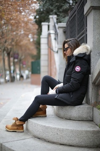 How to Wear Tan Leather Lace-up Flat Boots For Women: For a look that delivers comfort and chicness, choose a black parka and black skinny jeans. When in doubt about what to wear on the shoe front, introduce tan leather lace-up flat boots to the equation.