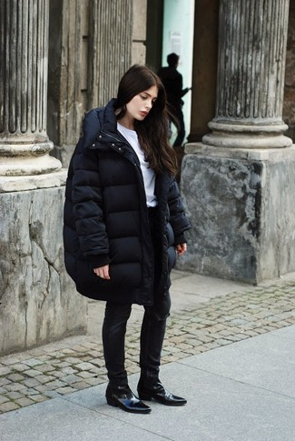 A black puffer coat and River Island Washed Black Amelie Ripped Superskinny Jeans are a perfect combination to be utilised at the weekend. Complement this getup with black leather chelsea boots. This look is absolutely great to welcome the springtime.