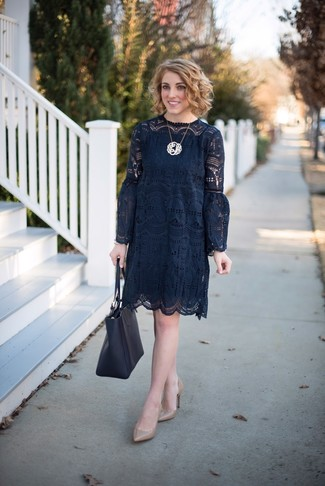 How to wear: black crochet shift dress, tan leather pumps, black leather tote bag, gold pendant