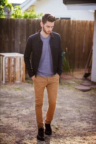 How to Wear Burgundy Leather Desert Boots: A classic and casual pairing of a black shirt jacket and khaki chinos can keep its relevance in many different occasions. Burgundy leather desert boots finish off this getup very well.