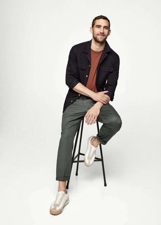How to wear: black shirt jacket, brown crew-neck t-shirt, dark green chinos, white leather low top sneakers