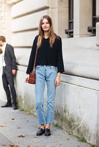 How to wear: black shirt jacket, light blue boyfriend jeans, black leather loafers, tobacco leather crossbody bag