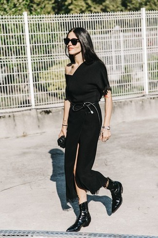 How to Wear a Black Short Sleeve Blouse: If you feel more confident wearing something practical, you'll love this incredibly chic combo of a black short sleeve blouse and a black slit midi skirt. Add a fresh twist to an otherwise mostly dressed-down ensemble by finishing off with a pair of black leather ankle boots.