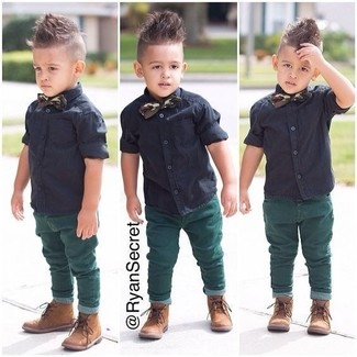 How to wear: black short sleeve shirt, green jeans, tan boots, dark green bow-tie