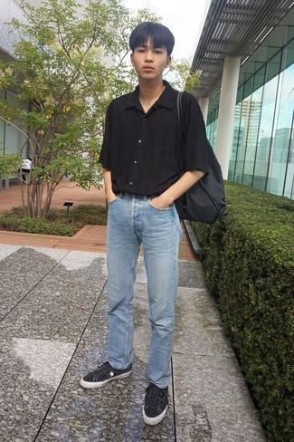 How to Wear a Black Short Sleeve Shirt For Men: A black short sleeve shirt and light blue jeans married together are a perfect match. Black and white canvas low top sneakers are a savvy pick to complete this look.