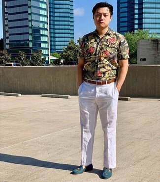 How to Wear a Black Floral Short Sleeve Shirt For Men: A black floral short sleeve shirt and white linen dress pants are a combo that every fashion-forward gent should have in his wardrobe. And if you wish to immediately up the style ante of this ensemble with a pair of shoes, introduce teal leather loafers to the equation.