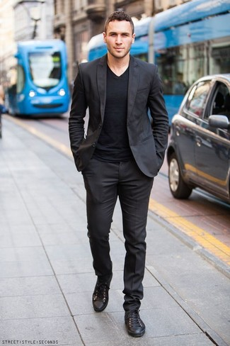 How to Wear a Black V-neck T-shirt For Men: This pairing of a black v-neck t-shirt and a black suit is the perfect base for a variety of combinations. And if you need to instantly dress down your look with one single item, introduce a pair of black leather low top sneakers to the mix.
