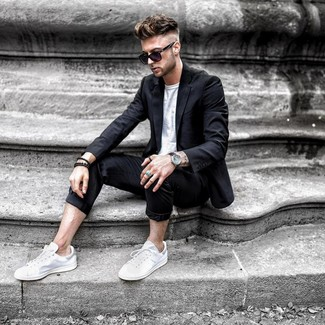 How To Wear White Sneakers With A White Crew Neck T Shirt 363 Looks