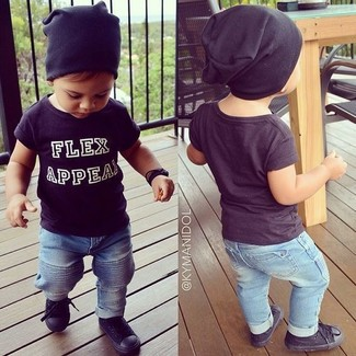 How to wear: black t-shirt, light blue jeans, black sneakers, black beanie