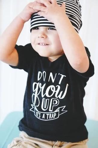 How to wear: black t-shirt, tan shorts, white and black horizontal striped beanie