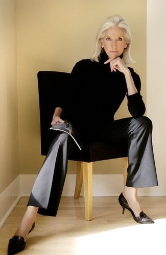 How to Wear a Black Turtleneck For Women: A black turtleneck and black wide leg pants teamed together are a total eye candy for those dressers who prefer cool chic combinations. A pair of black leather pumps is a great pick to finish your getup.