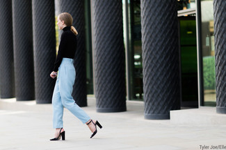 This combination of a black turtleneck and light blue dress pants is the ideal balance between feminine and cool. Black leather pumps will become an ideal companion to your style. This outfit is absolutely great to welcome the springtime.