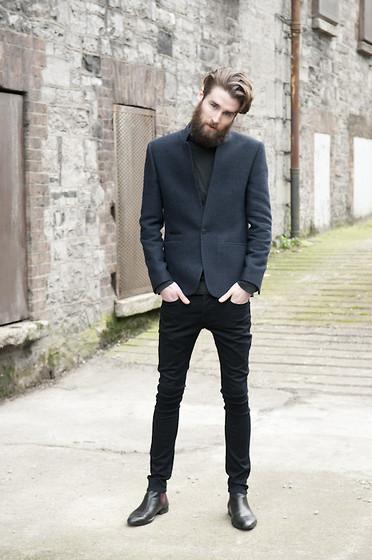Black turtleneck navy blazer black skinny jeans black