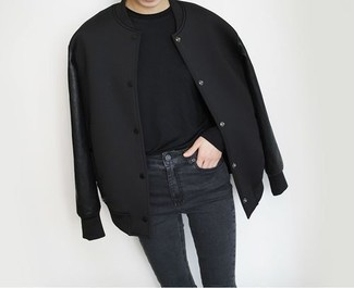 Black Long Sleeve T-shirt Outfits For Women: The versatility of a black long sleeve t-shirt and black skinny jeans guarantees they'll always be on high rotation.
