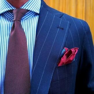 Cómo combinar: blazer de rayas verticales azul, camisa de vestir de rayas verticales en blanco y azul, corbata a lunares burdeos, pañuelo de bolsillo de seda de paisley rojo