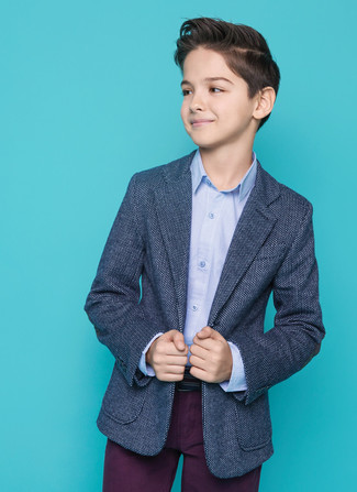 Look de moda: Blazer azul marino, Camisa de manga larga celeste, Pantalones morado oscuro