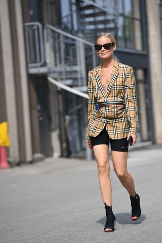 How to Wear a Tan Plaid Fanny Pack: A tan plaid blazer and a tan plaid fanny pack are a cool ensemble that will effortlessly take you throughout the day. Go ahead and complete your outfit with a pair of black elastic ankle boots for an added touch of chic.