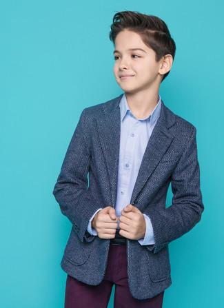 Comment porter: blazer bleu marine, chemise à manches longues bleu clair, pantalon pourpre foncé